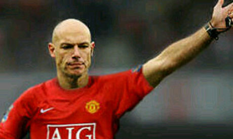 Howard-Webb Ryan Babel.jpg